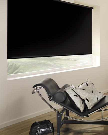 rollo schwarz verdunkelnd rollodin. Black Bedroom Furniture Sets. Home Design Ideas